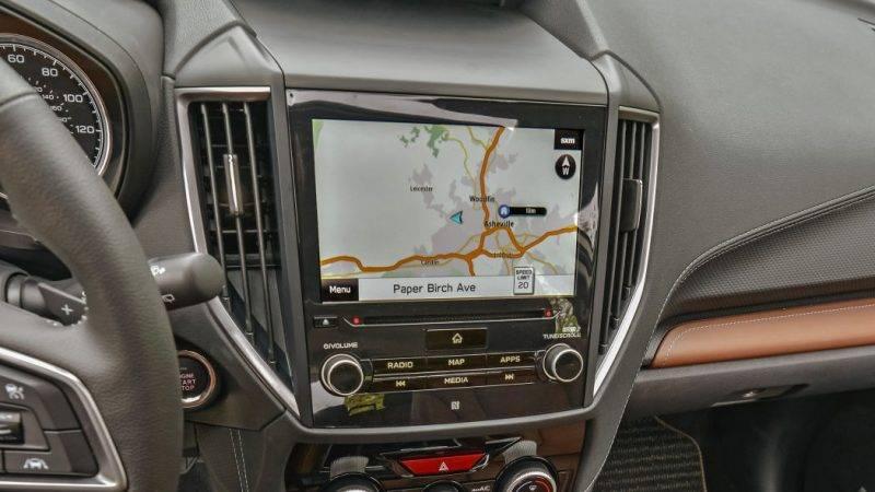 Экран мультимедиа в Forester.
