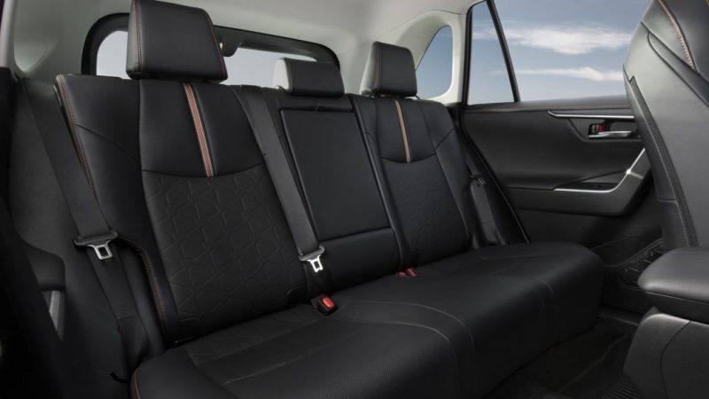 Задние сиденья RAV4.