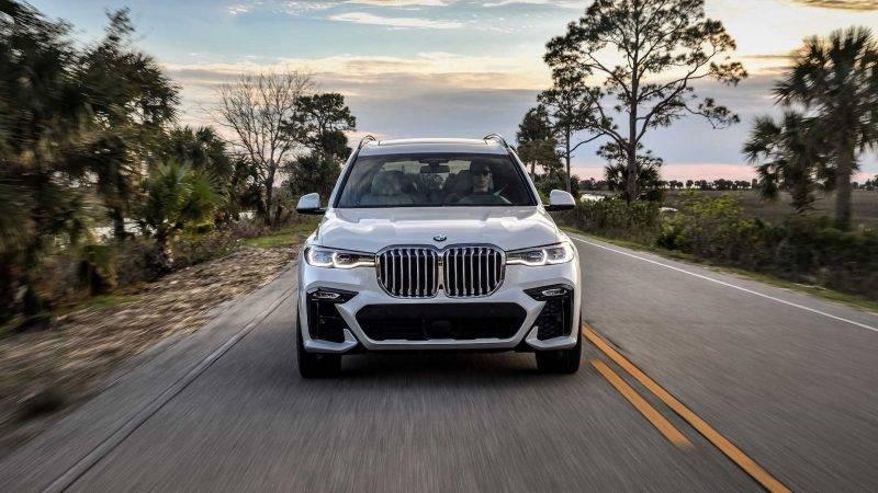 BMW X7 2019 года.