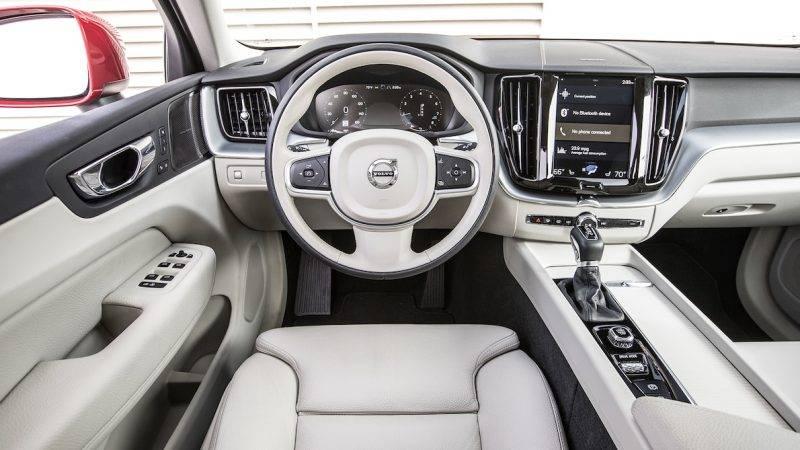 Салон Volvo-XC60 2019 года.