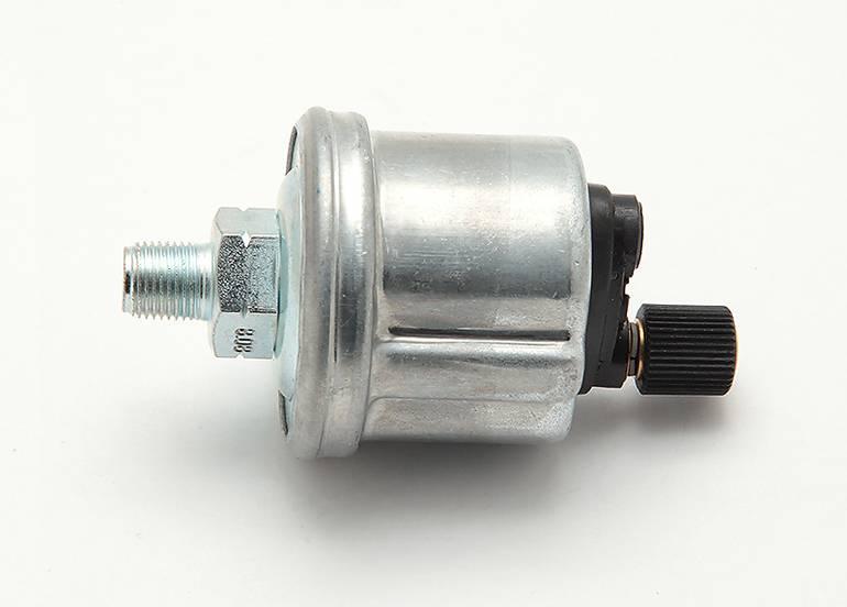 Встроенный в двигатель датчик давления масла,