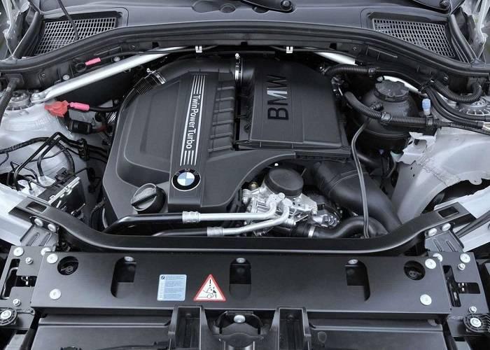 Большой расход топлива - один из основных минусов BMW X3