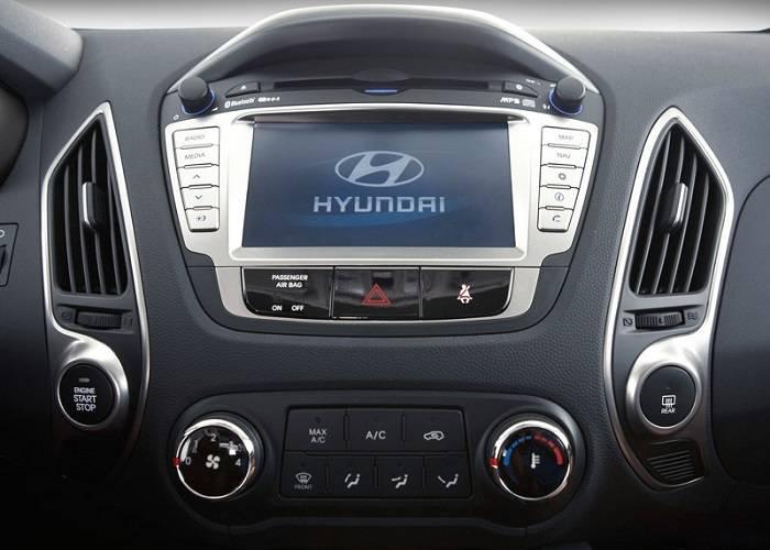 Теперь панель кроссовера Hyundai оснащена многофункциональной мультимедийной системой с дисплеем на 7 дюймов