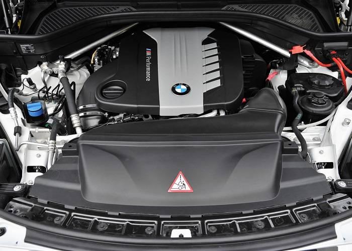 Двигатель BMW X5 обладает некоторыми особенностями - долговечность и выделение на 35% меньше тепла, чем конкуренты