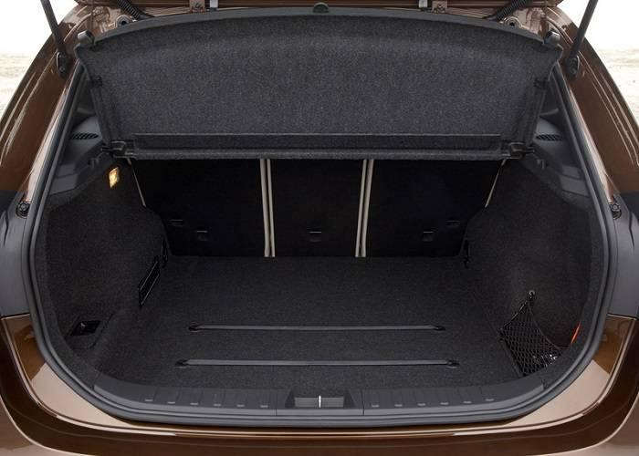 Также в кроссовере BMW X1 имеется большой багажник