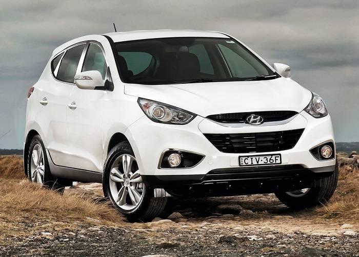 Кроссовер Hyundai ix35 имеет и недостатки, но нельзя забывать о достоинствах данного автомобиля, которые без труда смогут закрыть их своей тенью