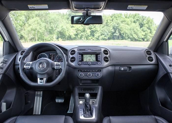 Салон кроссовера Volkswagen tiguan выполнен из качественных и дорогих материалов