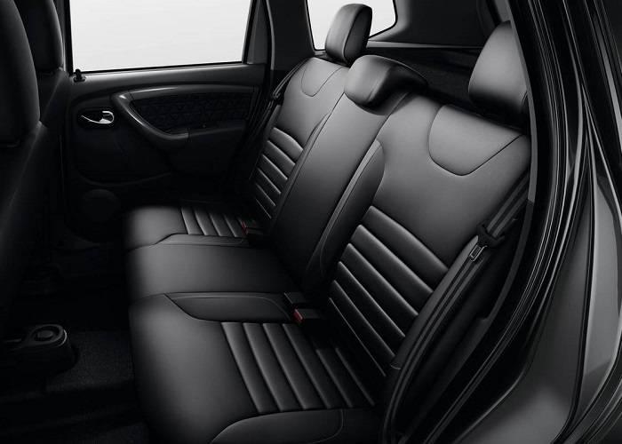 Обивка сидений в основном сделана из искусственных материалов, но в модификации Luxe Privilege за 787 000 руб. салон кожанный
