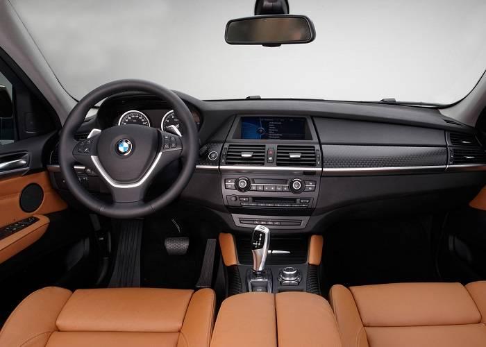 Дизайн интерьера BMW X6 ничем не уступает стильному экстерьеру кроссовера