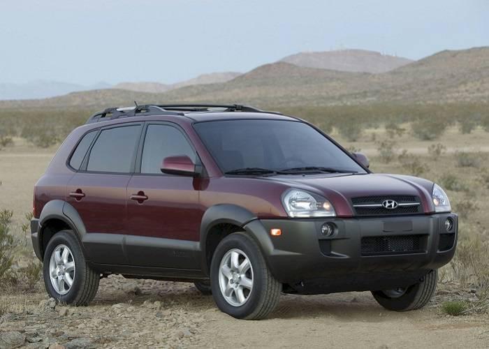 Экстерьер Hyundai Tucson имеет как молодежный характер, так и строгость в сочетании с солидностью, в следствии чего кроссовер подходит людям разных поколений