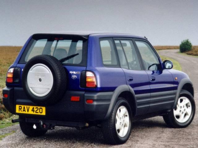 Toyota_RAV4 1995 производиться с 5 дверями