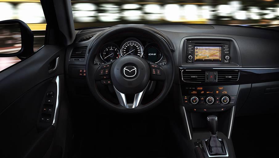 От рулевого колеса до систем управления, все детали интерьера разработаны таким образом, чтобы создать ощущение единообразия (включая переключатели на рулевом колесе, на передней панели и панели информационно-развлекательной системы HMI.