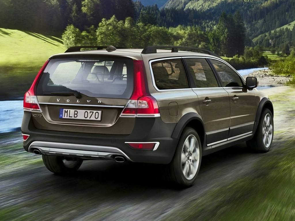2014-Volvo-XC70-Wagon-3.2-4dr-Front-wheel-Drive-Wagon-Photo-1
