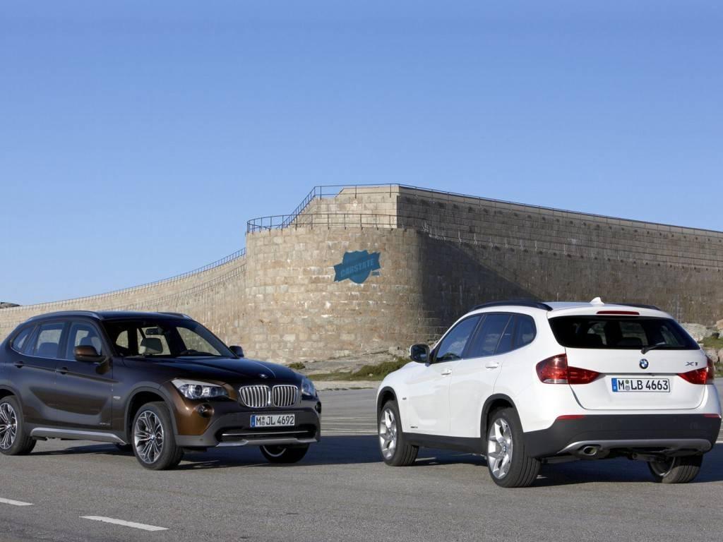 BMW x1 представлен в нескольких цветах и комплектациях