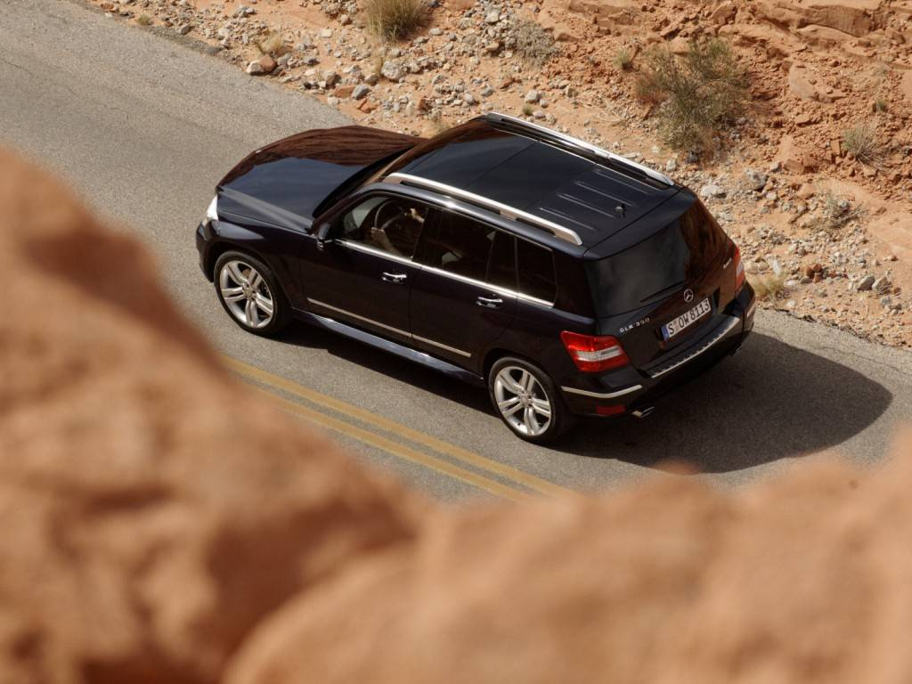 Mercedes glk отлично смотрится как на трассе, так и бездорожье