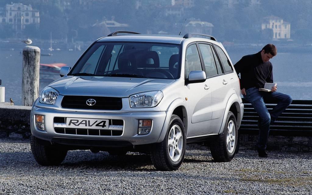 Toyota-RAV4-5door-2000-1440x900-013