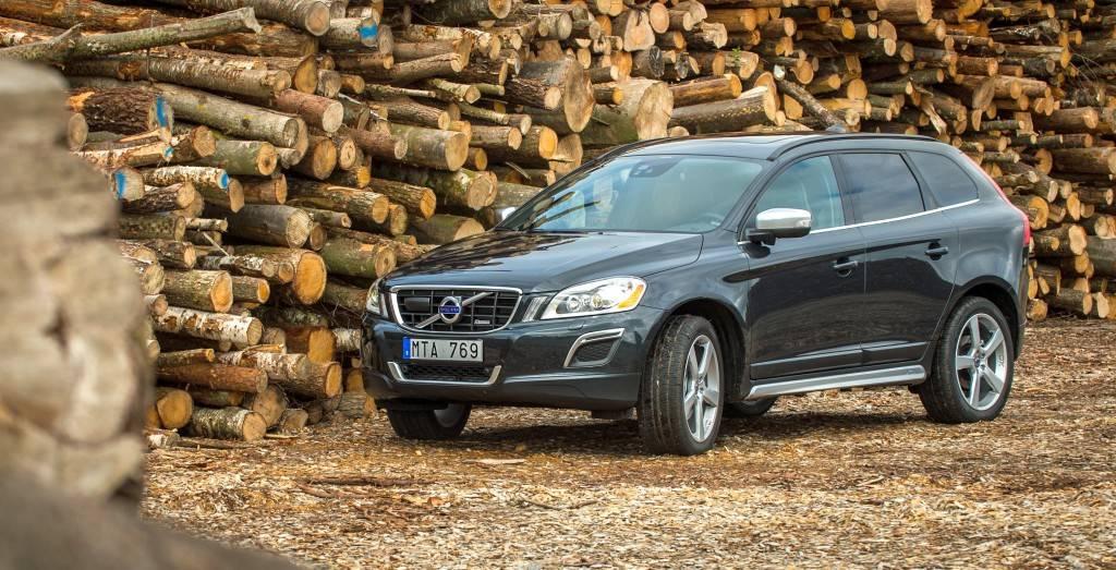 Volvo-XC60 Summum менее спортивен, чем R-Design, однако у него больше различных опций
