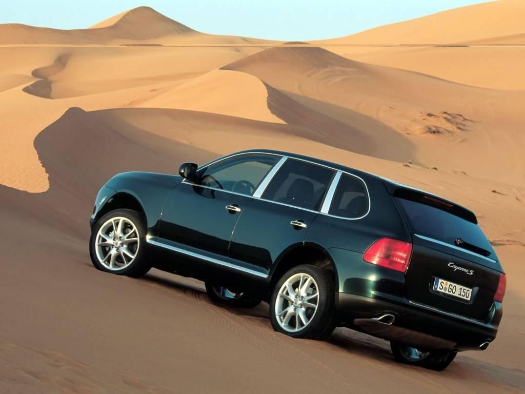 2003_Porsche_Cayenne_S_002_1604