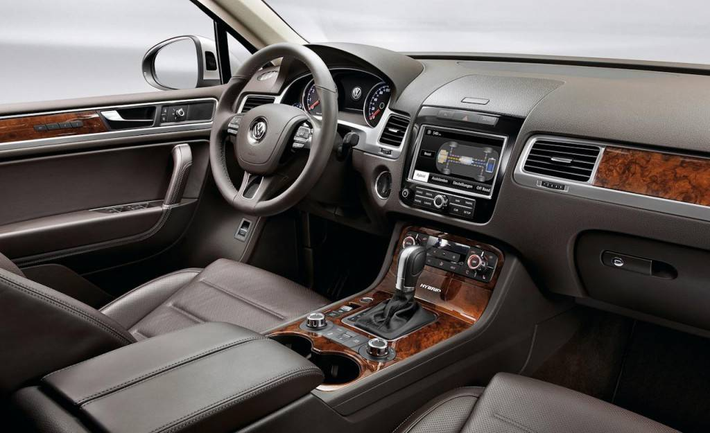 2011-volkswagen-touareg-interior-photo-334276-s-1280x782