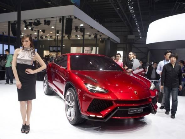 2012-Lamborghini-Urus-SUV-Front-Side-in-Beijing-Auto-Show-590x442