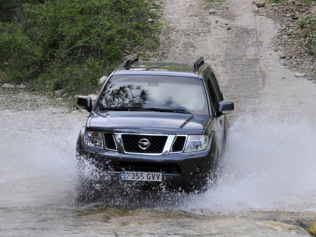 Nissan_Pathfinder_SUV 5 door_2010