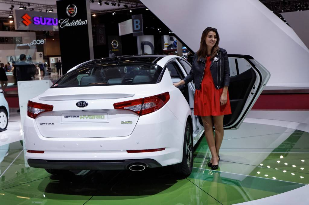 Kia_Optima_Hybrid_-_Mondial_de_l'Automobile_de_Paris_2012_-_004
