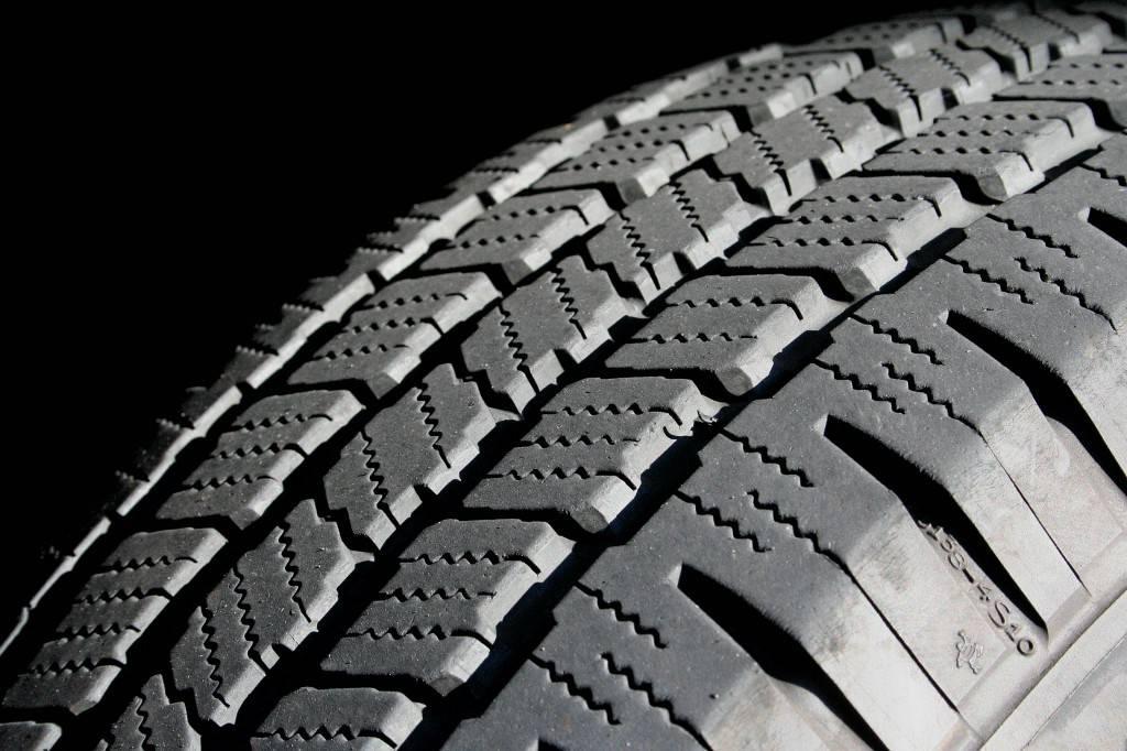 Для изготовления зимних шин для кроссовера используется только протекторная резина, обладающая высоким показателем долговечности и износостойкости.