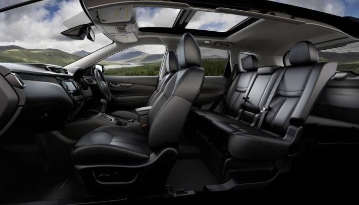 Кресла «Nissan X-Trail» чем-то напоминают сиденья «Nissan Qashqai», но они стали рассчитанными на более крупных водителей. Специалисты «NASA» принимали участие в разработке кресел для автомобиля.