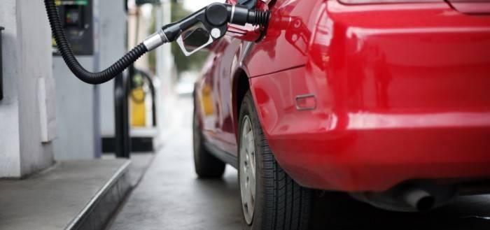 Заправка автомобиля требует соблюдения мер безопасности