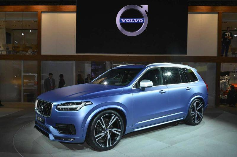 2015-536366-volvo-xc90-r-design-at-2015-naias