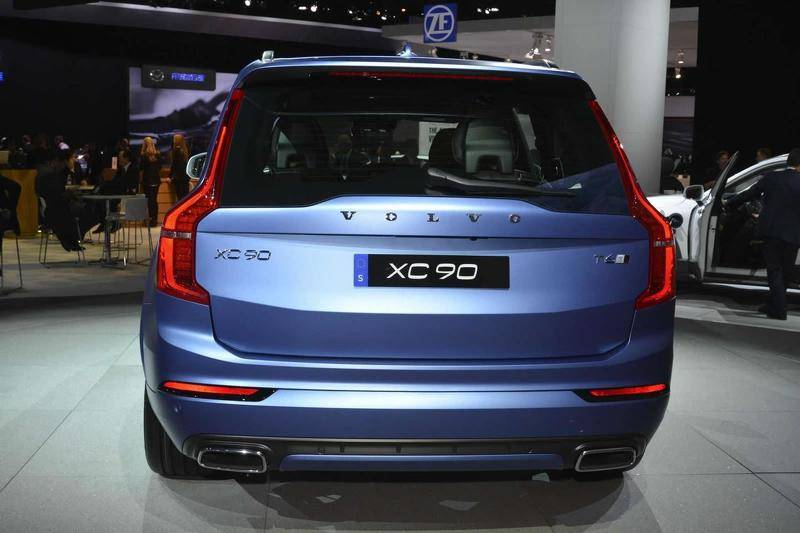 2015-536376-volvo-xc90-r-design-at-2015-naias