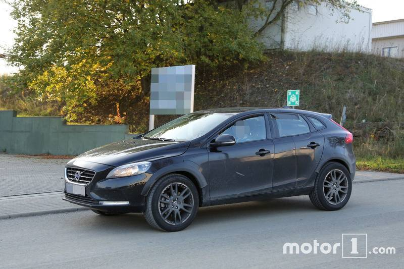 2017-volvo-xc40-chassis-testing-mule