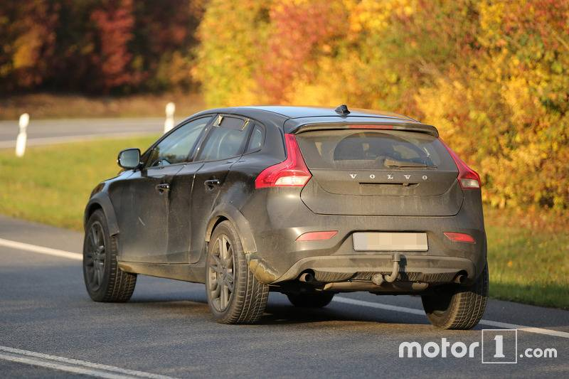 2017-volvo-xc40-chassis-testing-mule2