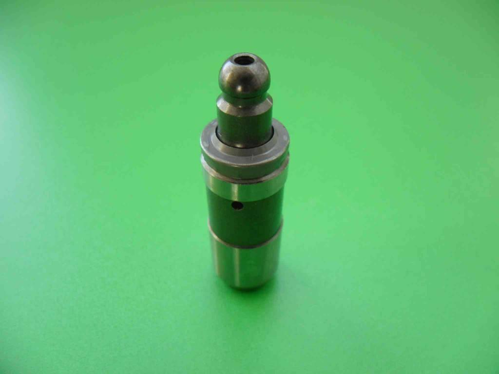 Появление постороннего звука при запуске двигателя и в процессе его дальнейшей работы сигнализирует о неисправности гидравлического компенсатора.