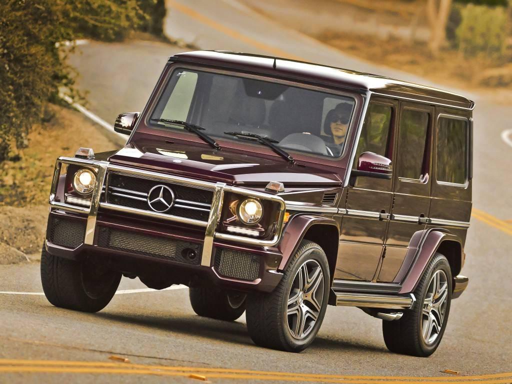 При непринципиальных изменениях внешности машины, дизайн корпуса как бы застыл в 90-х годах прошлого века, когда её впервые провожали завистливыми взглядами ныне изрядно полысевшие тинейджеры.