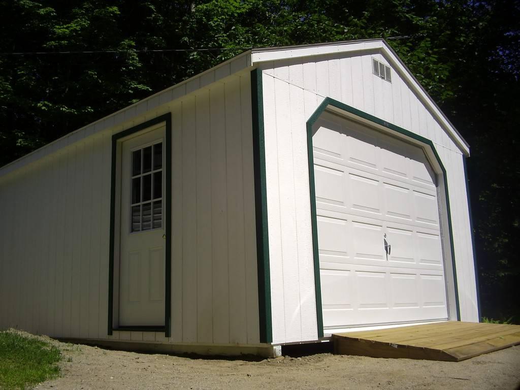 Что касается тех материалов, из которых строится хозяйственный гараж, то их достаточно много, поэтому нужно тщательно изучить каждый из них.