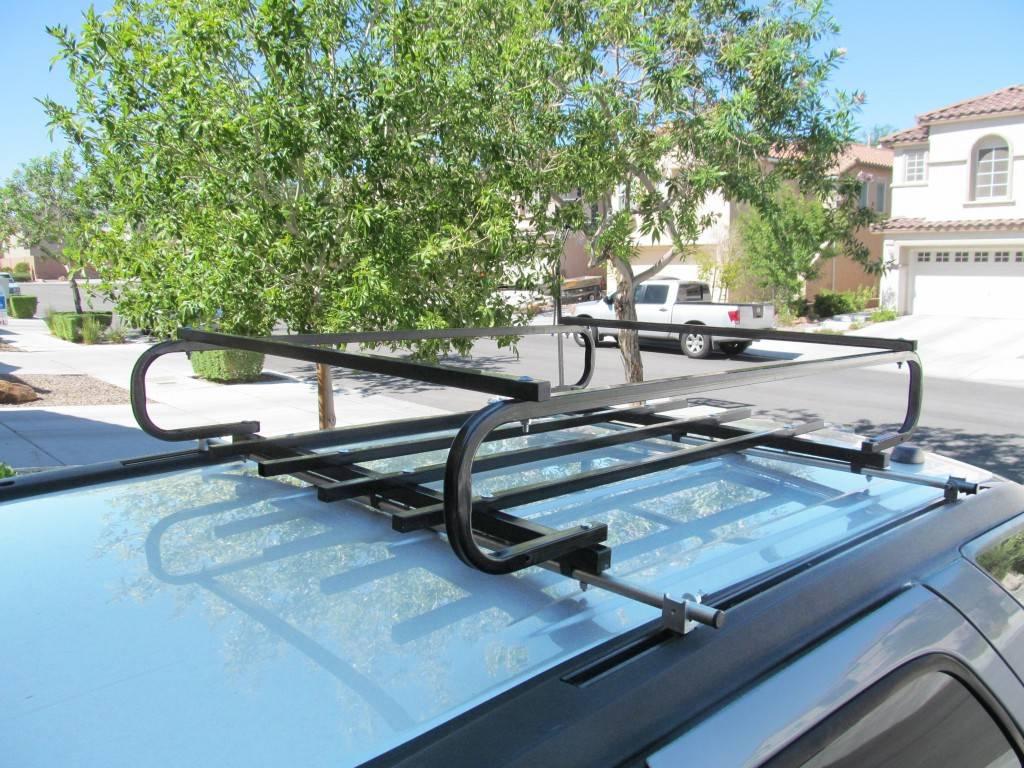 Что же делать, если вы хотите перевезти больше багажа? Установите на крышу багажник, так вы расширите возможности автомобиля, отвезете на дачу косилку, коробки, ящики. Внешний вид машины после установки конструкции не пострадает.