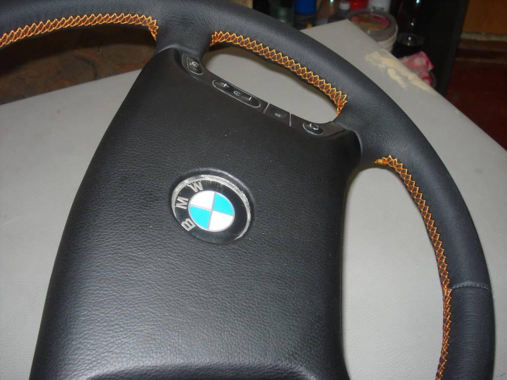 Руль, обтянутый кожей, обладает массой преимуществ перед простой баранкой.
