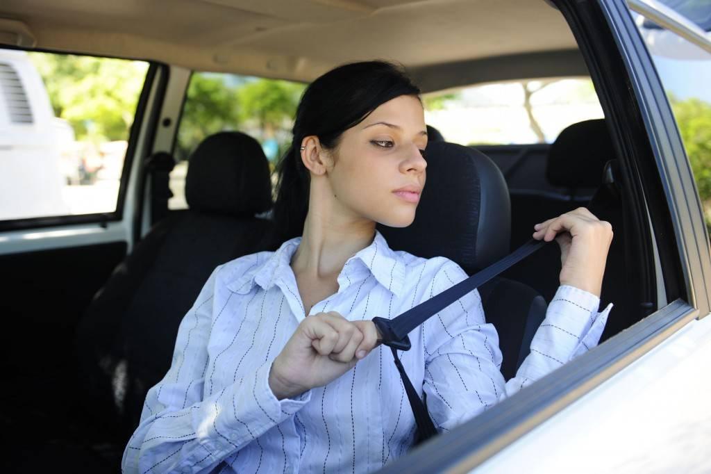 fastening-seat-belt