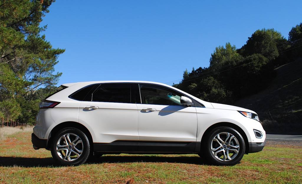 2016-Ford-Edge-Titanium-review-photos-AutoNation-027
