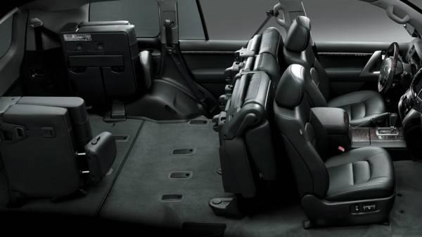 15lus-landcruiser-200-interior-940x529