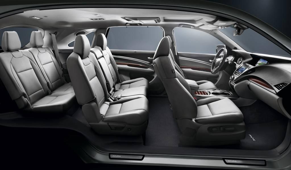 Последнее время появилась новая опция во многих кроссоверах – дополнительный третий ряд сидений, что делает их семиместным автомобилем.
