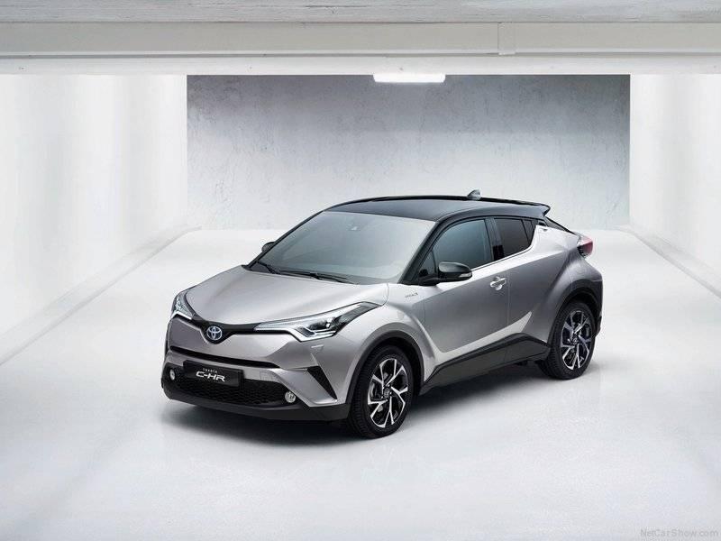 Впервые концепт C-HR был впервые показан в 2014 году, причем дважды – в Париже на мотор-шоу и Франкфурте на автосалоне.