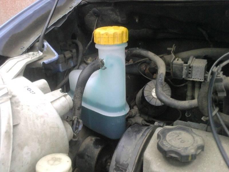 Проверка тормозной жидкости обеспечит безопасность всех пассажиров