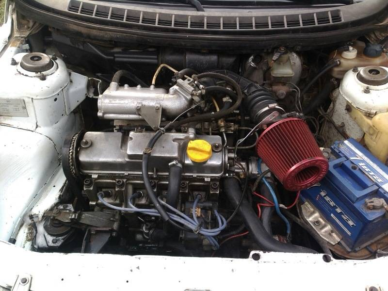 Главной задачей подушки является гашение вибрации, возникающей при работе двигателя. Помимо мотора, при помощи подушек к кузову крепится также и коробка передач.