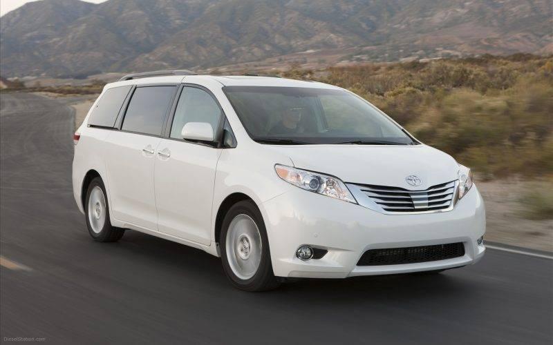 2011-Toyota-Sienna-widescreen-09