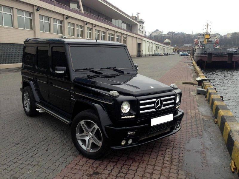 Mercedes G-класса увенчан лаврами, ведь именно эта машина чаще всего едет в охране кортежа первых лиц государств.