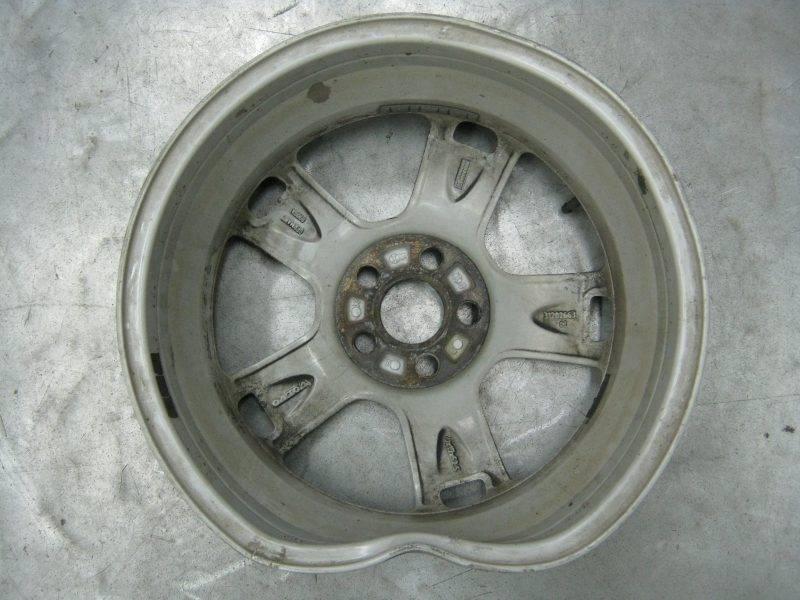 Непредвиденные ситуации на дорогах могут возникнуть у любого автолюбителя, и это не зависит от вида колес.