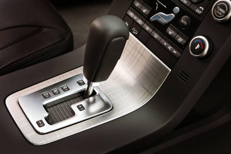 Колёса не получают крутящего момента от двигателя, если в АКПП рычаг переключения оказывается в нейтральной позиции.