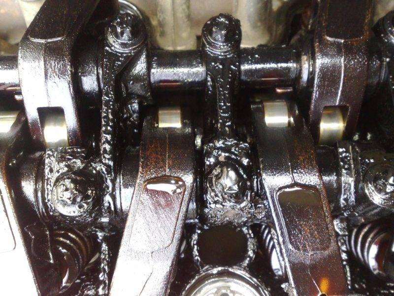 Избыток масла в двигателе также вреден, как и его недостаток.